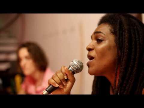 Aline Lobo - Na Rua