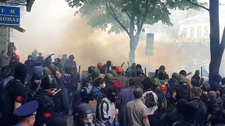 Pro-Russia, Pro-Kiev Activists Clash in Odessa