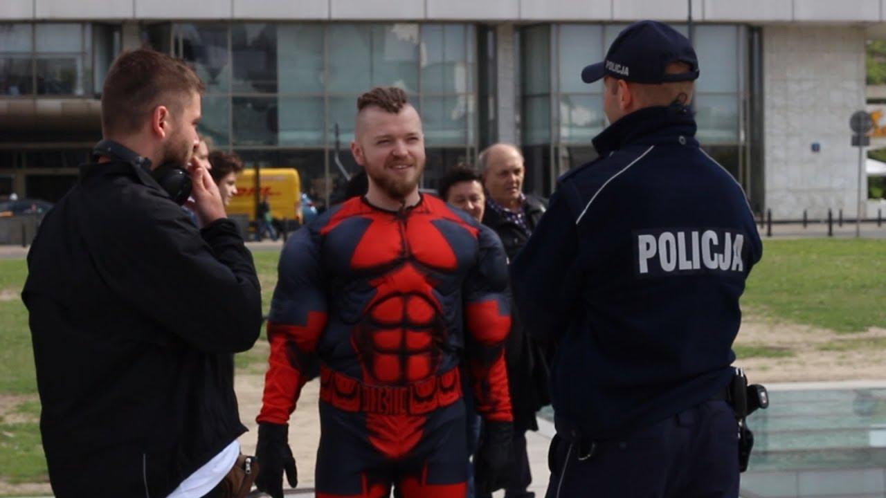Dlaczego policja jest tutaj tak podejrzliwa?