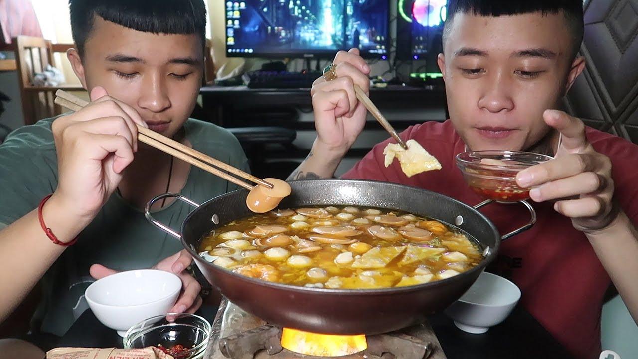 Gấu Vlogs - Mưa Bão Làm Nồi Lẩu Toboki Hàn Quốc Là Đúng Bài