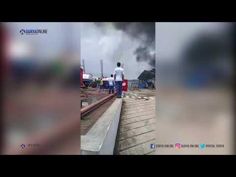 Api Berkobar Membakar Pabrik Tinta PT DIC Graphics Di Ngoro Industri Mojokerto