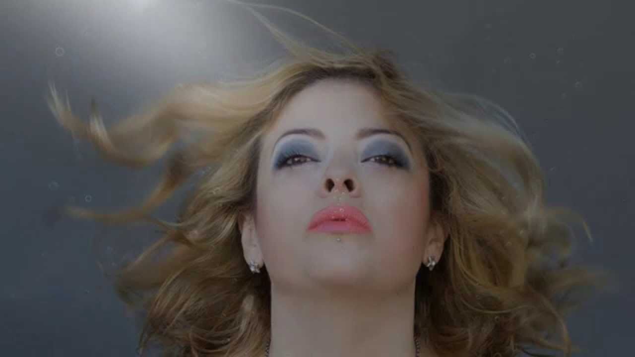Annette Moreno - Debajo Del Agua (Official Lyric Video)