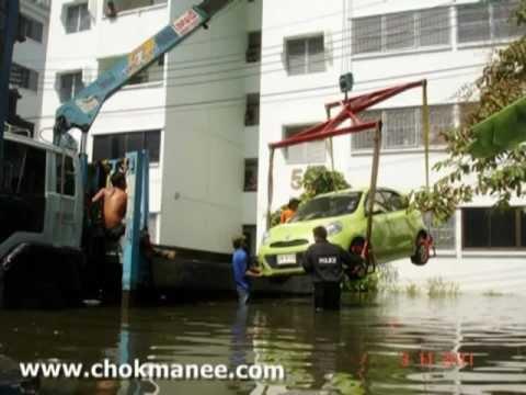 ภาพยกรถน้ำท่วม ยกรถหนีน้ำ