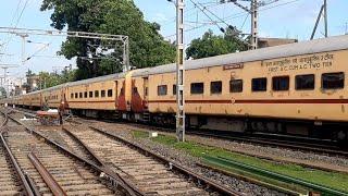 Howrah Jamalpur Express departure admist Light Rain 🌧️ Early Morning
