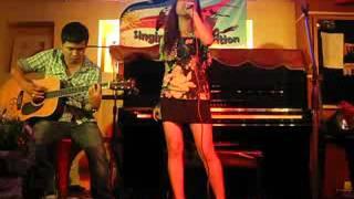 """Đỗ Linh Chi """" Đừng mãi ngồi đây """" tại Bar cafe ca nhạc Phố Nhỏ"""