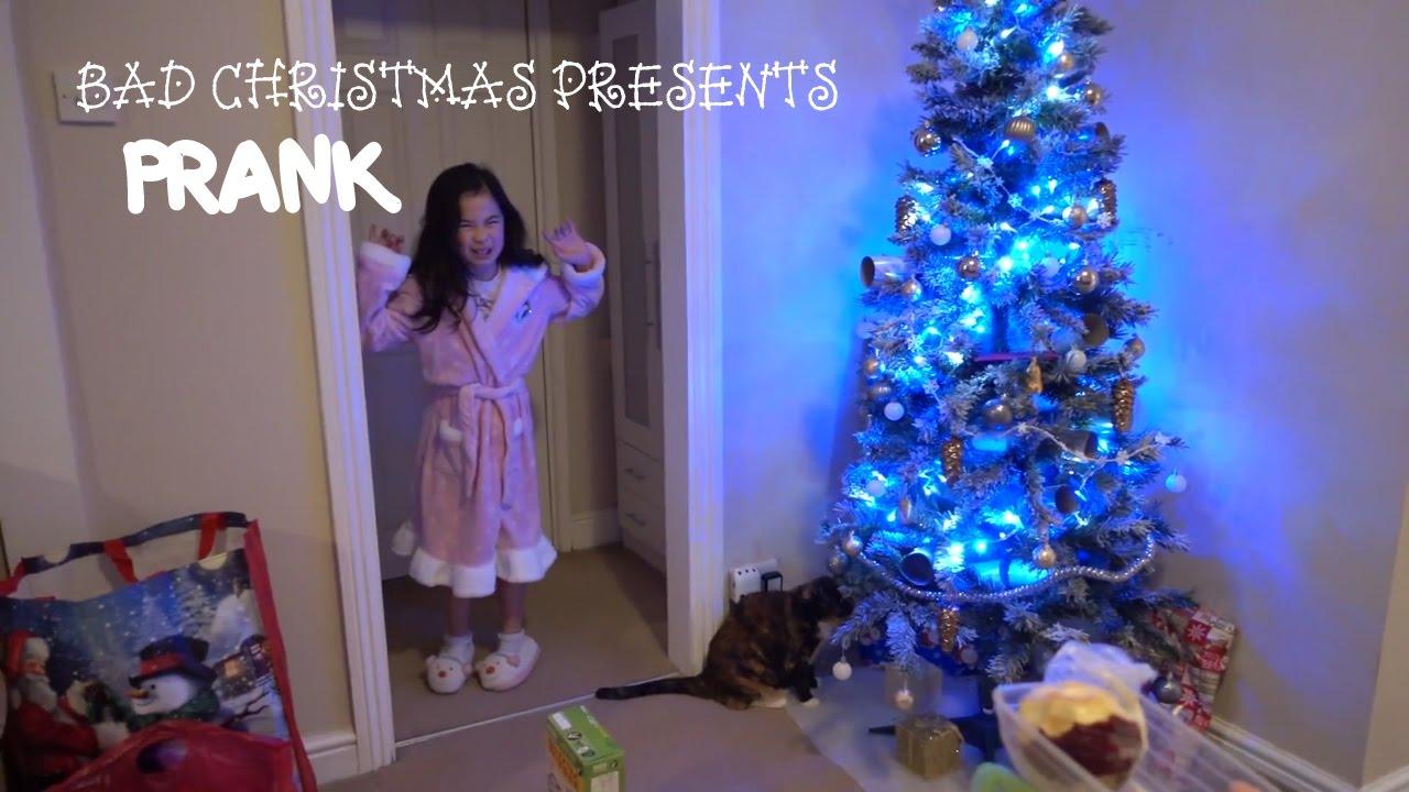 Giving Kid Bad Christmas Presents Prank! - clipzui.com