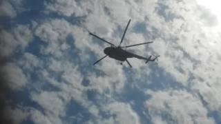 Vuela elicoptero de la marina sobre la escuela General Francisco R. Serrano
