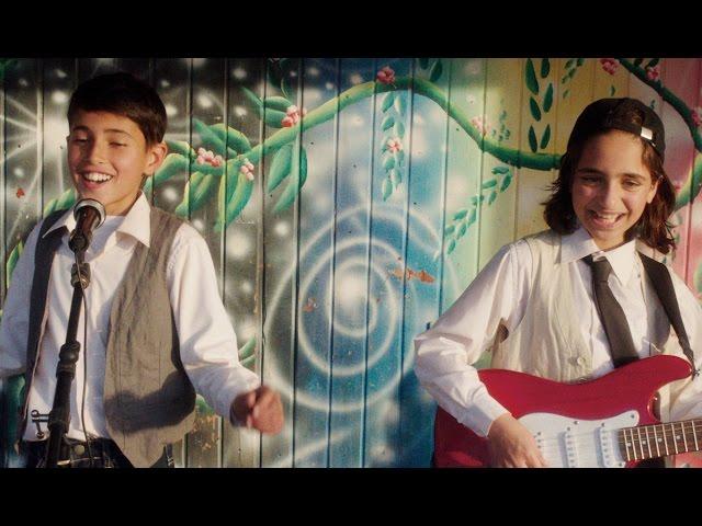 スター歌手になるために!映画『歌声にのった少年』予告編