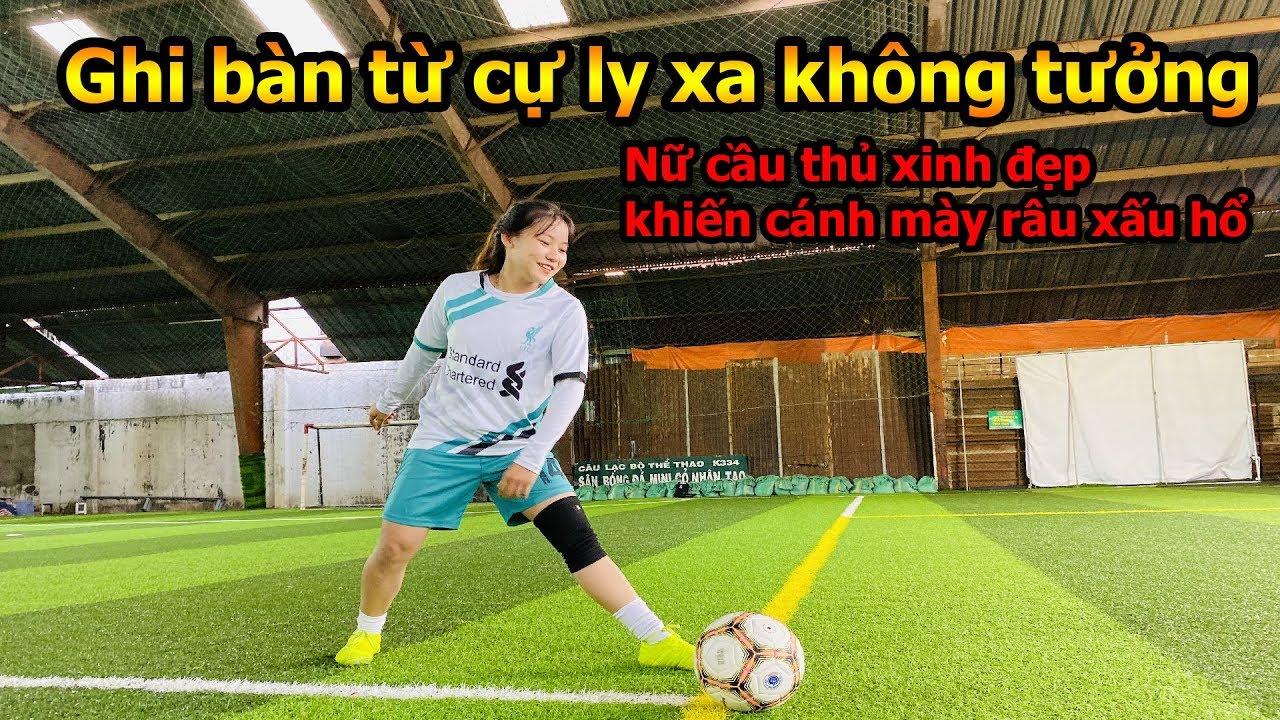 Thử Thách Bóng Đá ghi bàn từ giữa sân với nữ cầu thủ có cú sút mạnh như Ronaldo khiến DKP nể phục