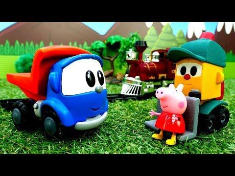 Çocuk Filmi. Leo Peppa Pig Için Tren Yolu Yapıyor.