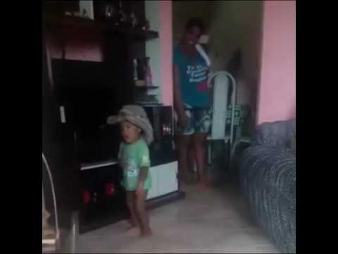 Un enfant mexicain danse 👍😂