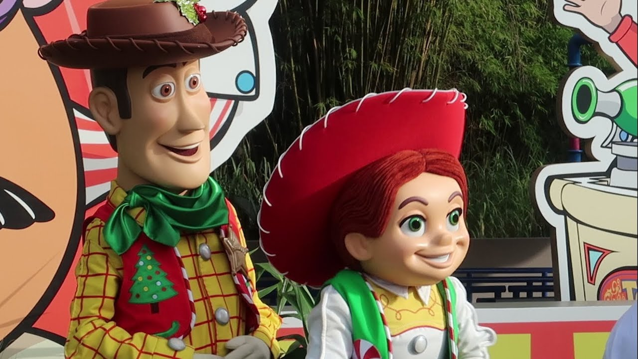christmas-at-disney-world-2018-flurry-of-fun-holiday-offerings-at-disney-s-hollywood-studios