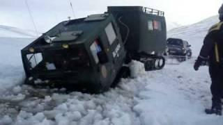Repeat youtube video Hagglunds BV206 snjóbíll fastur í hyl