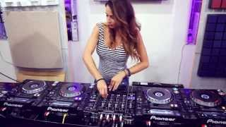 Download Juicy M & 4 decks Mp3 and Videos