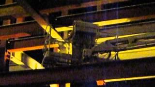окраска сложных металлических конструкций с коленчатого подъёмника(нанесение второго слоя краски на грунтованную поверхность металлических конструкций., 2014-09-30T12:39:55.000Z)