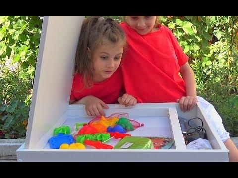 Стол с подсветкой для рисования песком. Световой стол для детей
