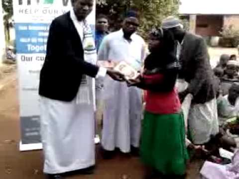 Malawi (Lilangwe) Qur'aan distribution by HOW's members.