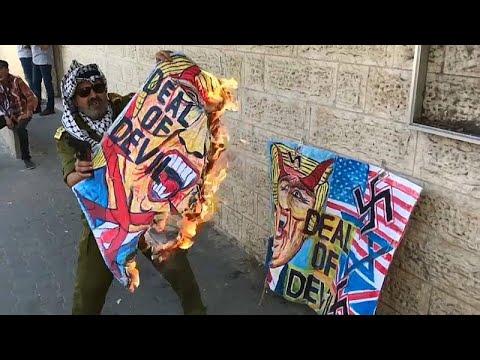 فلسطينيون يحرقون صور ترامب في مظاهرات ضد -صفقة القرن-  - نشر قبل 3 ساعة