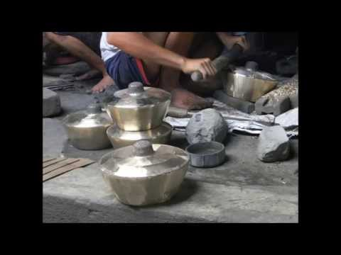 Balinese Gamelan: Casting and forging the Reyong/Trompong- HD