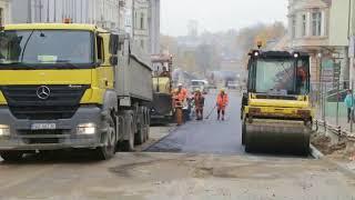 Remont Pieniężnego w Olsztynie.  Drogowcy kładą asfalt