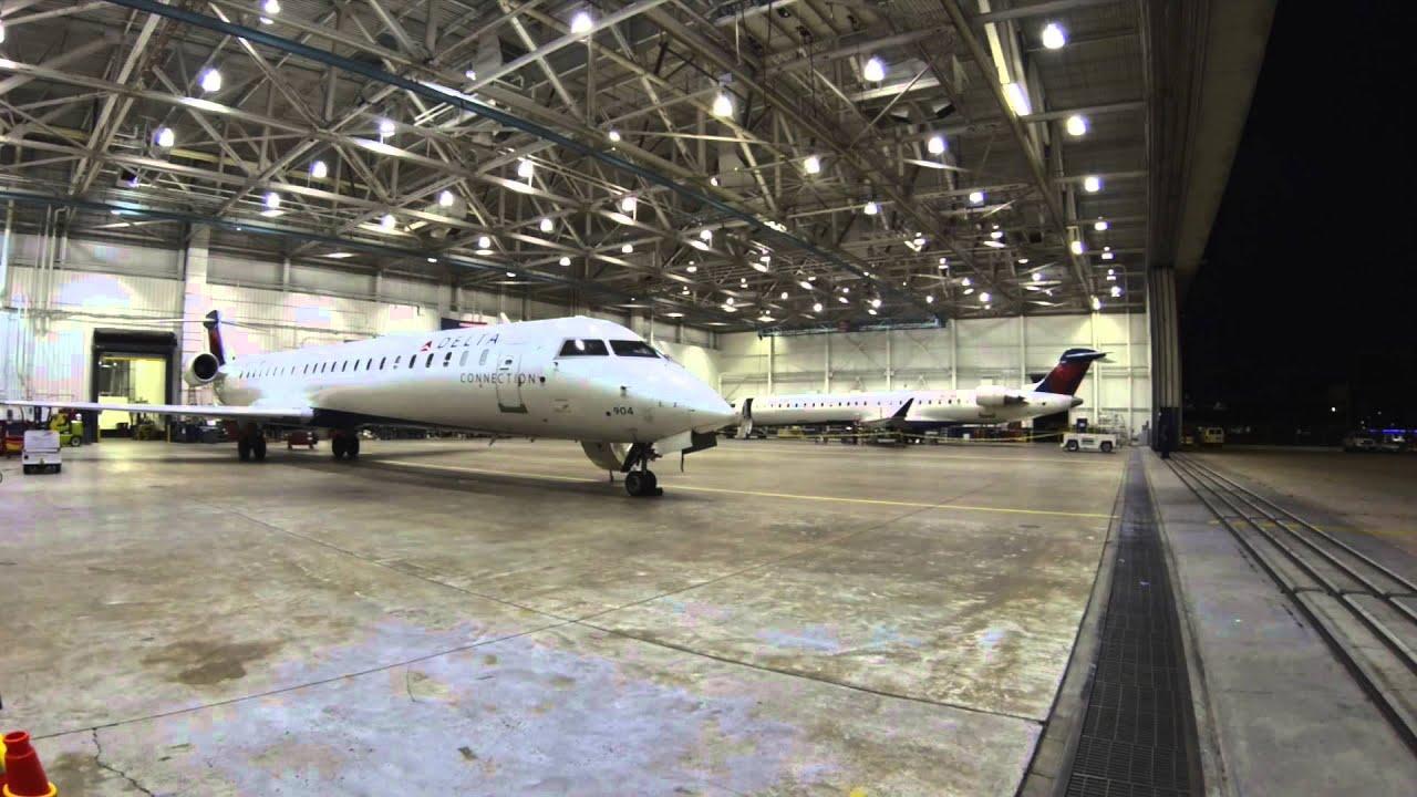 Endeavor Air CRJ-900's in MSP Hangar Time Lapse