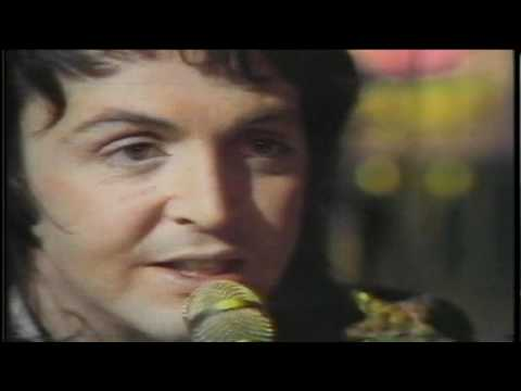 Paul McCartney & Wings - [Medley] Little Woman Love/C Moon [Live] [High Quality]
