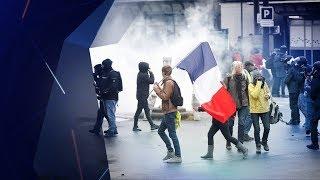 Tensions en France pour le 1er anniversaire des gilets jaunes