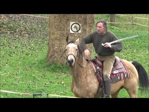 Kůň, luk a šavle Лошадь, лук и шаска