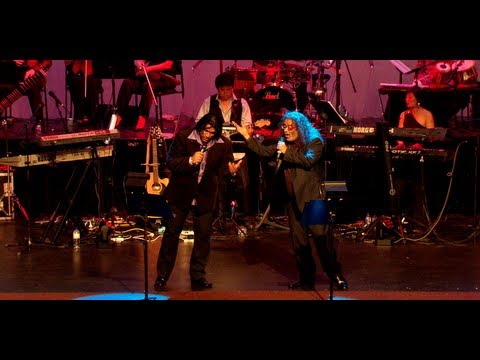 HARIHARAN & SARANGAN LIVE IN CONCERT 2011 - AVAL ORU