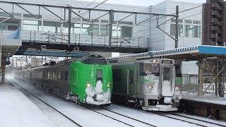 【厚別駅】735系6連の普通列車が特急『ライラック14号』を待避