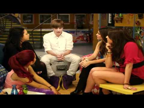Justin Bieber and the Cast of Victorious discuss their first kiss