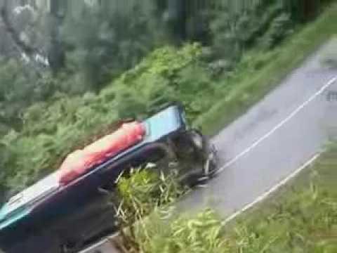 Mengerikan!!!! Bus ALS hampir tidak kuat nanjak tikungan di jalur lintas Sumatra