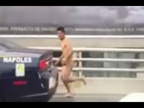 Policías persiguen a hombre desnudo en Periférico