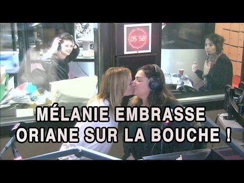 Manu dans le 6/9 - Mélanie embrasse Oriane sur la bouche !