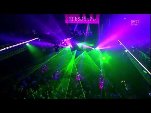 Avicii - Wake me up w/ Toni Braxton - Make My Heart (Avicii Replacer Mix) LIVE @ BERNS 2013