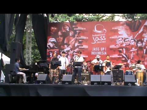 Zarro N DeVega @ Indonesian Jass Festival 2013 (part 1 of 5 ) - Tope Gugu