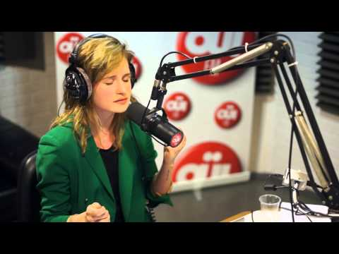 Christine & The Queens - Cripple - Session Acoustique OÜI FM