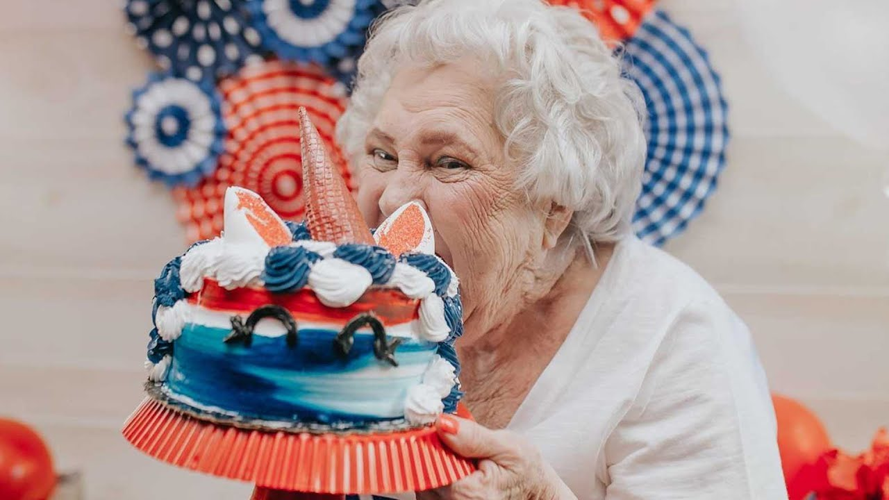 76 Year Old Grandma Has Adorable Pepsi Themed Cake Smash For