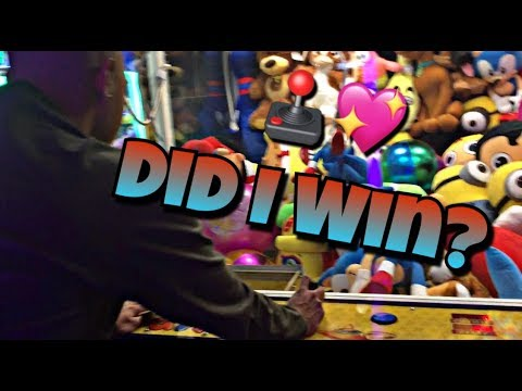 """""""DATE NIGHT VLOG"""" I WON HER A PRIZE FROM THE PRIZE CLAW!!!!"""