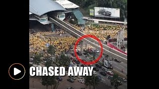 Bersih supporters chase red-shirts away