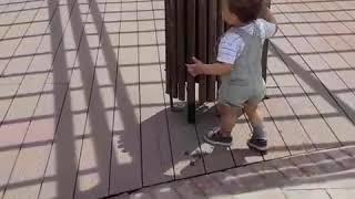 Kurdish baby picks up trash ????