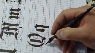 """How to Write """"Q & q"""" in Gothic style"""