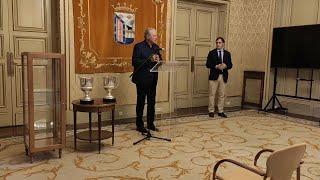 D'Alessandro entrega sus dos trofeos Zamora a la ciudad de Salamanca
