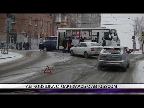 В Нижнем Тагиле легковушка столкнулась с автобусом