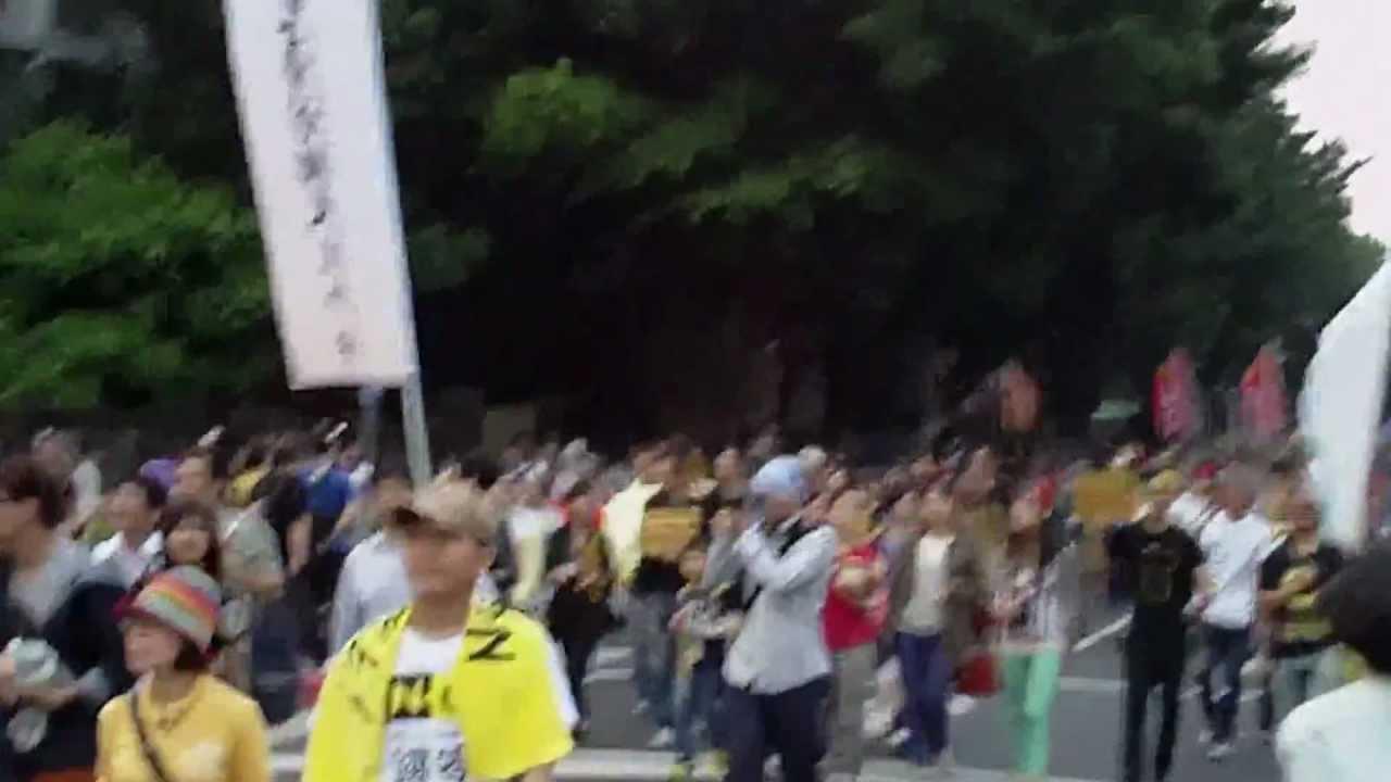 反核遊行-遊行隊伍進入凱道-2013.03.09-01 - YouTube
