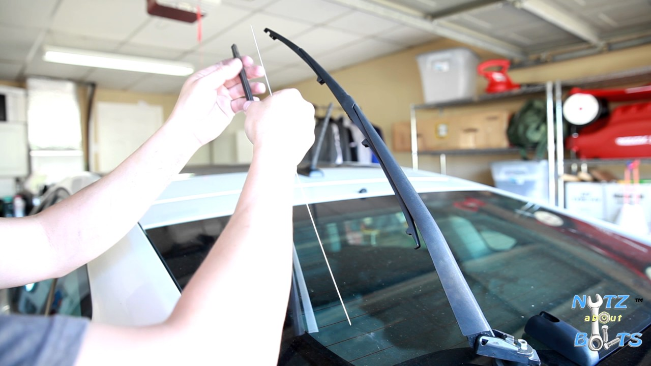 2010 2015 toyota prius how to replace the rear wiper insert