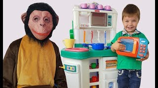 Richard and Monkey Pretend Play with Food