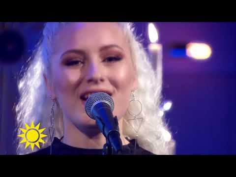 "Se Wiktoria sjunga ""Not just for Xmas"" - Nyhetsmorgon (TV4)"