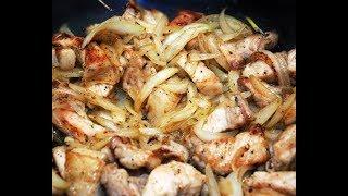 Свинина жареная на сковороде с луком. Delicious pork fried with onions.