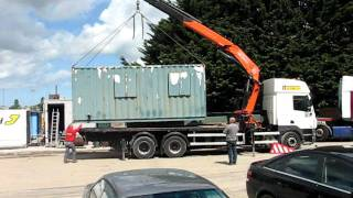 PM SERIE 34 HIAB CRANE LIFTS CONTAINER